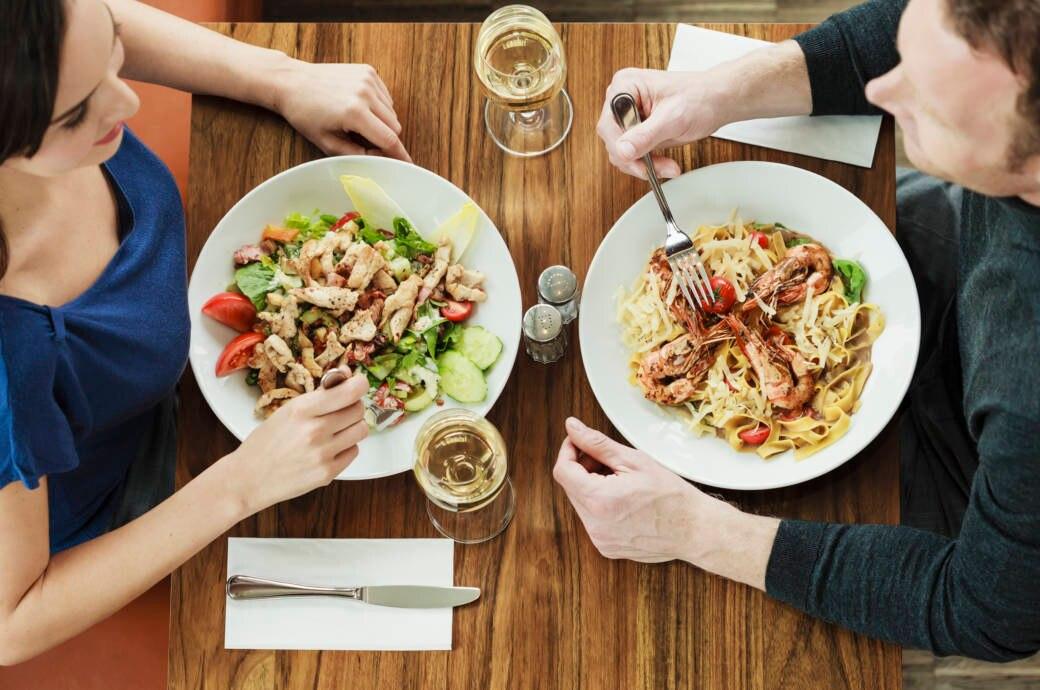 Kohlenhydratreiches Mittagessen vs. kohlenhydratarmes Essen