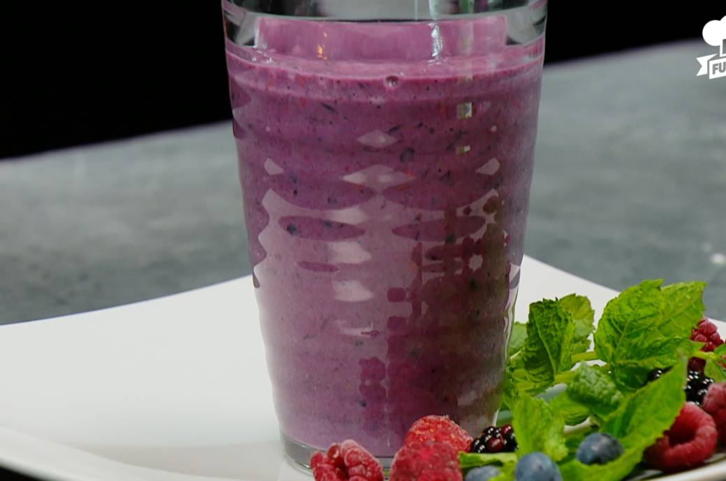 beeren protein smoothie power rezept f r den ganzen tag fitbook. Black Bedroom Furniture Sets. Home Design Ideas