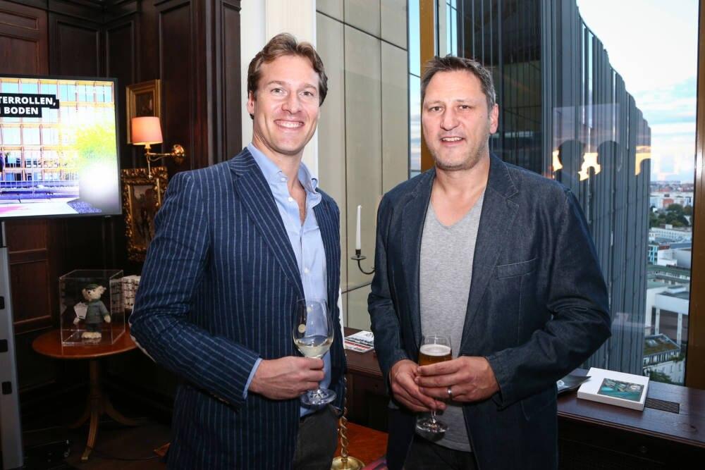 Andre Niklaus (Hallen-Weltmeister im Siebenkampf 2006/l.) und Football-Experte Roman Motzkus (Ran)