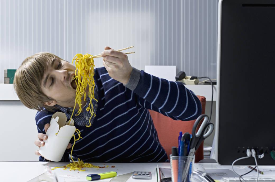 Warum wir bei Stress ungesund essen