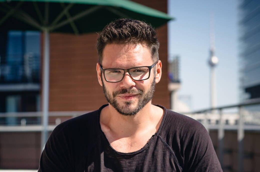 """Thomas """"Tuner"""" Drechsel aus der RTL-Soap """"Gute Zeiten, schlechte Zeiten"""" auf der Dachterrasse des Grand Hyatt in Berlin"""