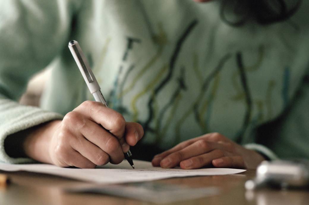 Wenn sich das Schriftbild gravierend verändert, könnte das ein Anzeichen für eine Parkinson-Erkrankung sein