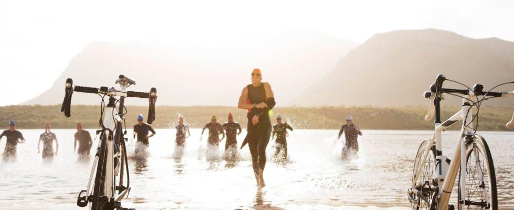 Sportler beim Triathlonwettkampf