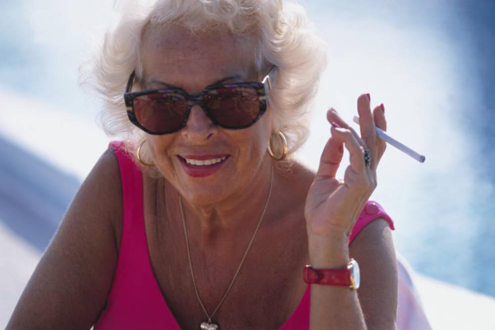 Ein junger Körper kann die DNA-Schäden durch Rauchen und Sonnenbäder noch schnell reparieren …