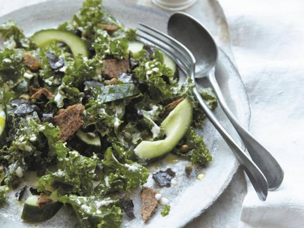 Die pegane Variante des Ceasar Salad wird mit Grühnkohl gemacht
