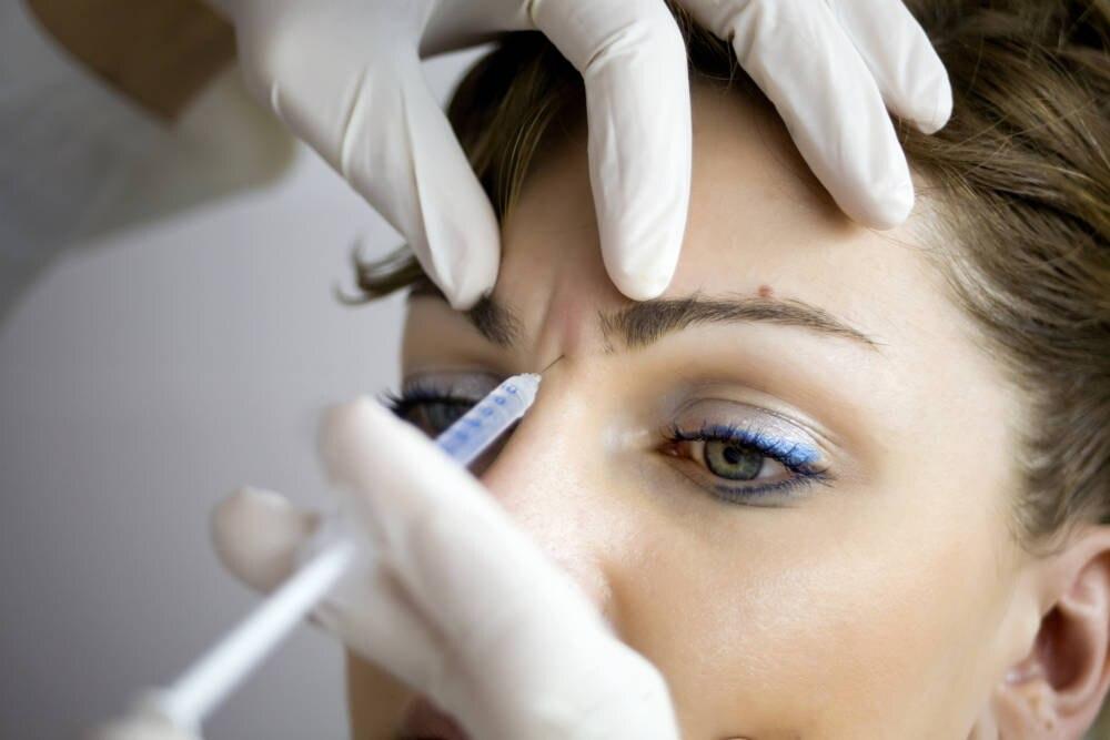 Frau bekommt Botox