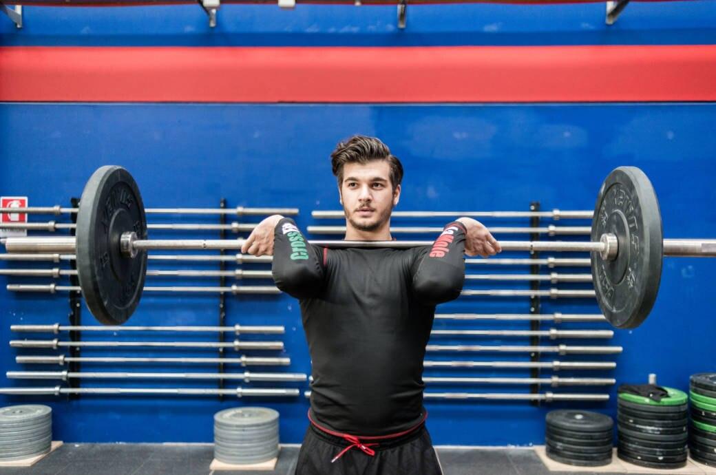 Ein junger Mann beim CrossFit