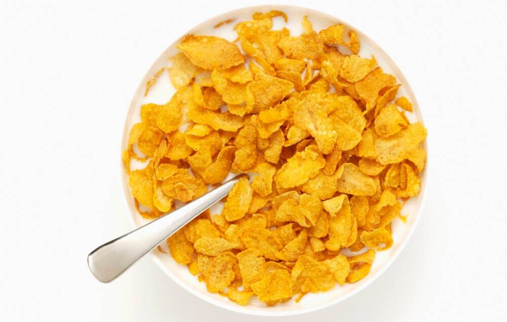In Cornflakes und Co stecken Unmengen an Zucker – lieber lassen!