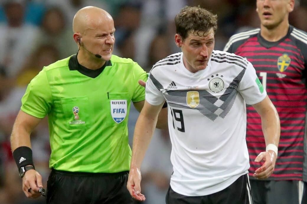 Sebastian Rudy verlässt mit gebrochener Nase das Spielfeld beim WM-Duell mit Schweden