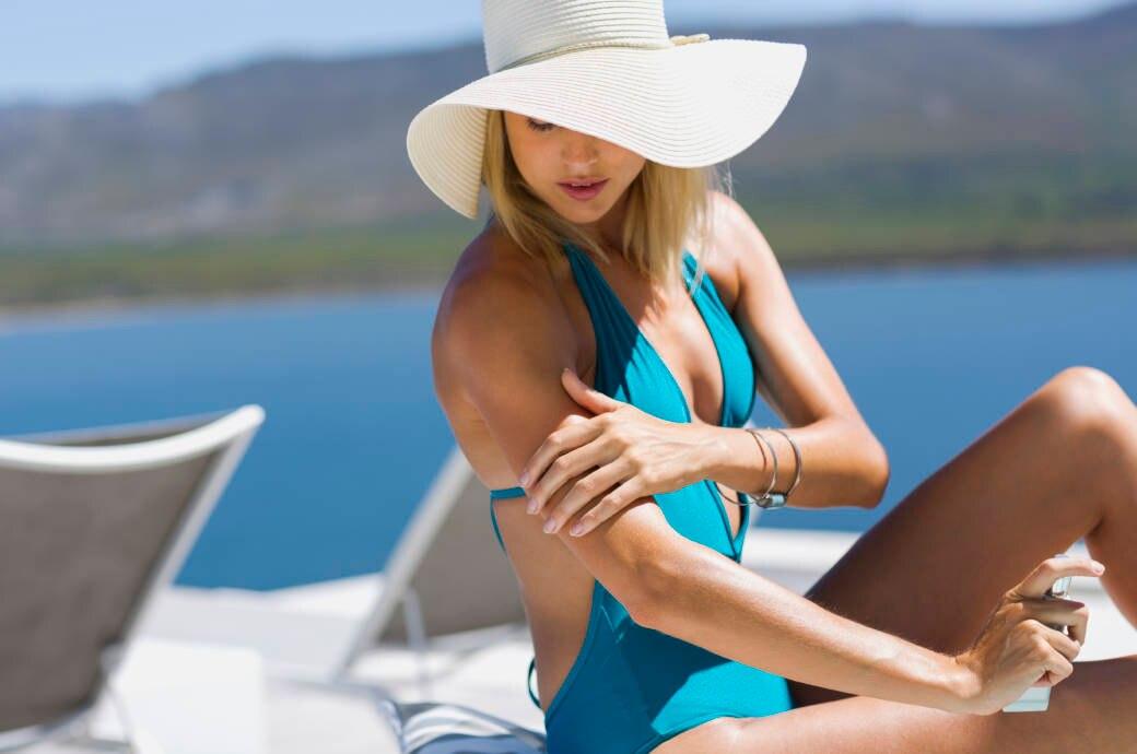 Frau im Sommerurlaub
