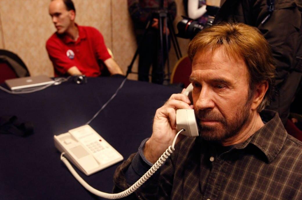 Chuck Norris am Telefon