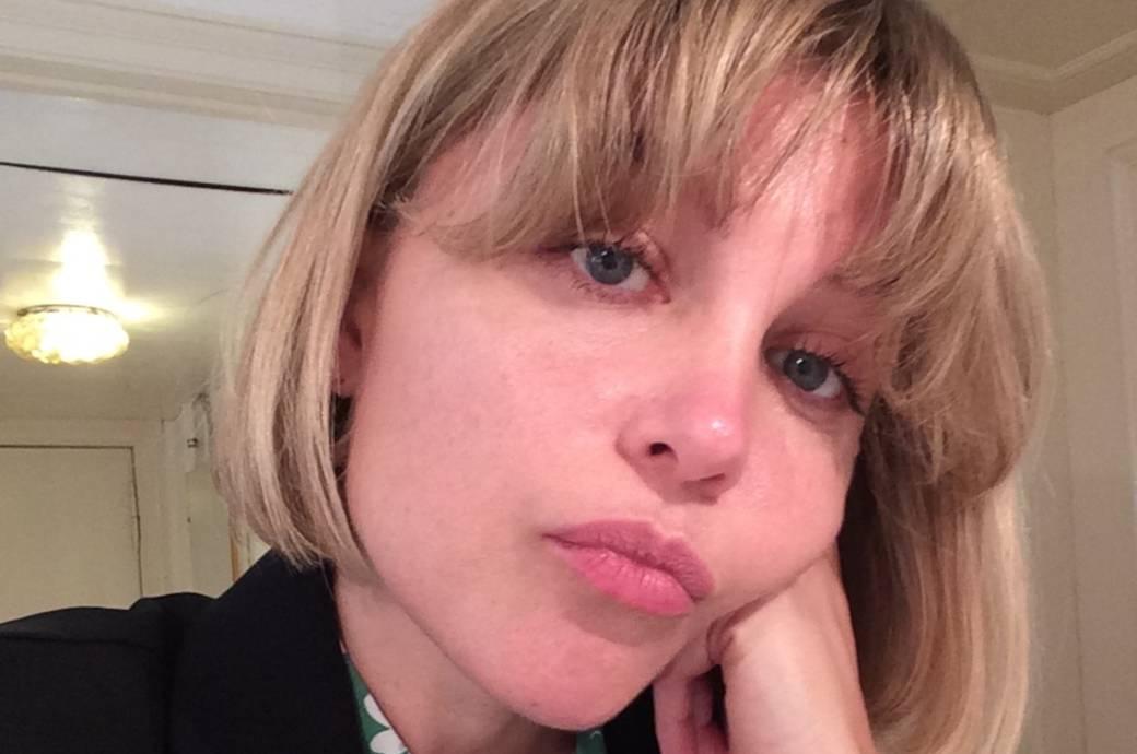 FITBOOK-Autorin Kristina Hallhake frustriert wegen Zuckerentzug