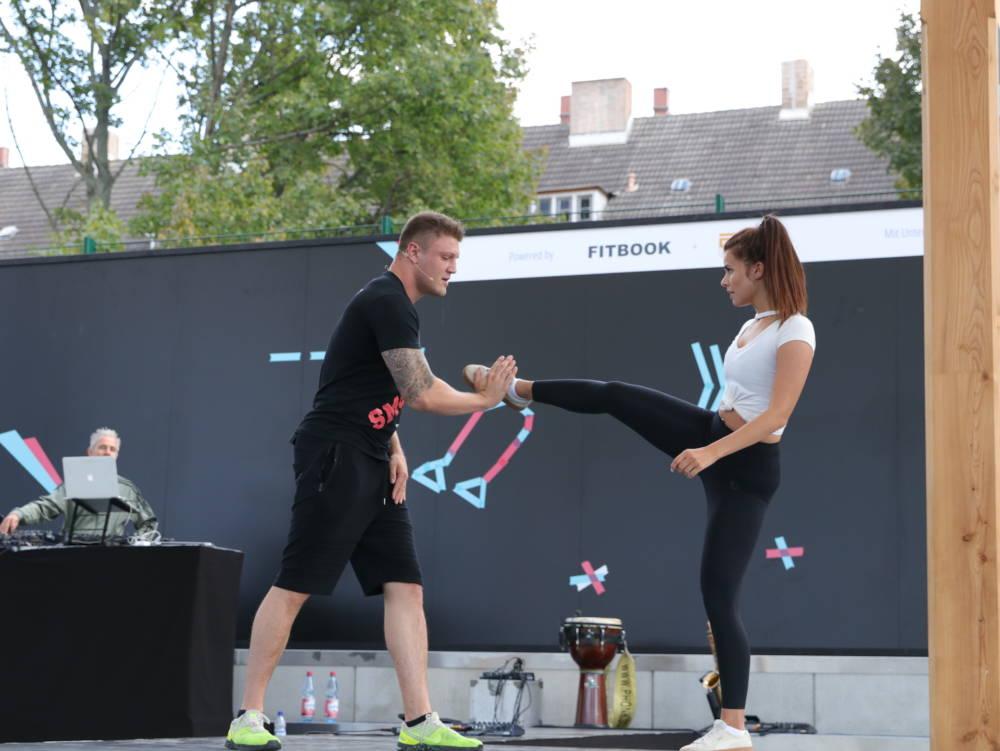 Kickbox-Weltmeister Michael Smolek mit seiner Freundin Isabell Böttger