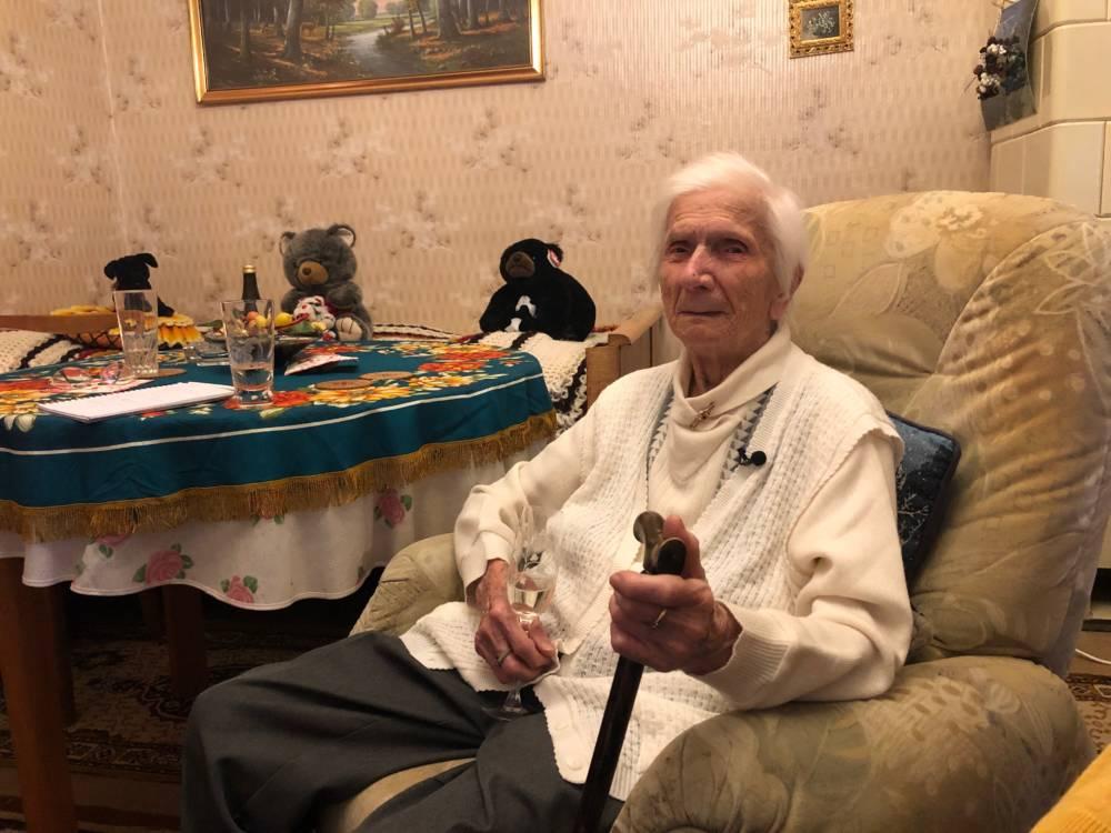 Ella (Das Geheimnis der 100-Jährigen)