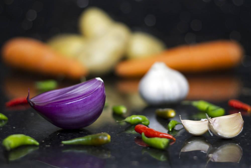 Knoblauch, Chili und Gemüse