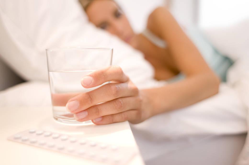 Experte Rät Nachts Kein Wasserglas Ans Bett Stellen Fitbook