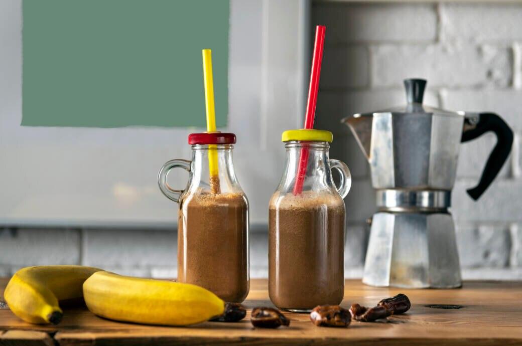 Whey Protein: Fitness Shake mit Kaffee und Banane
