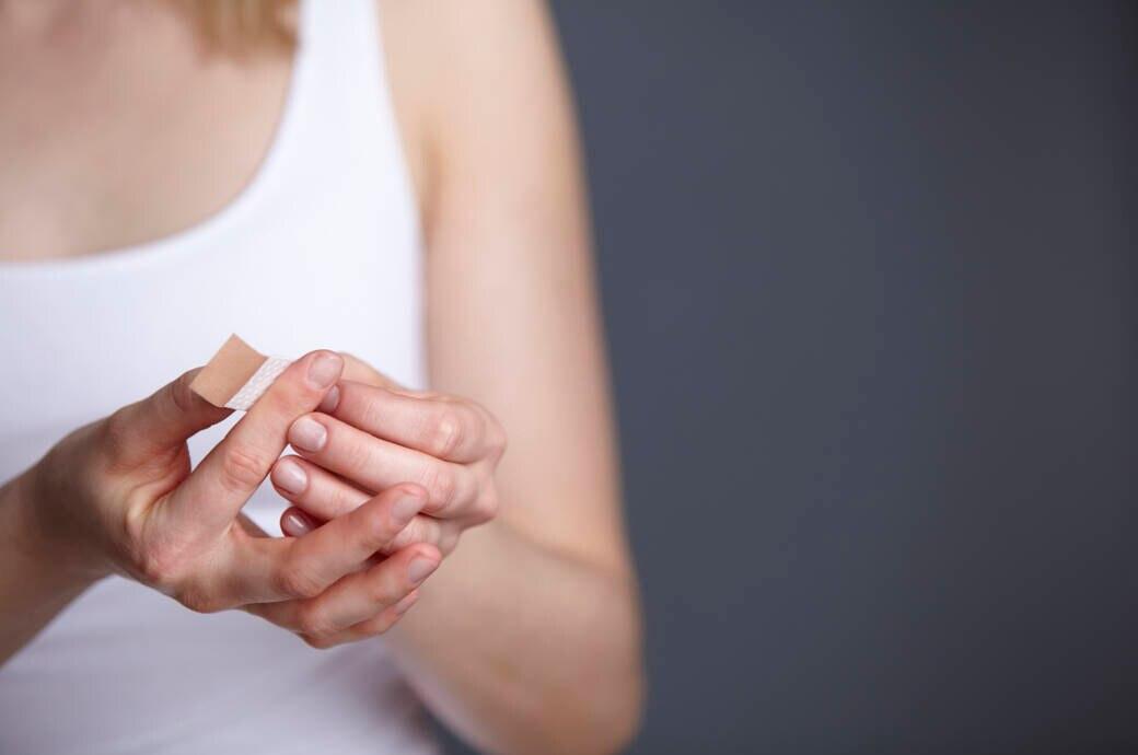 Blutvergiftung durch Schnitt am Finger