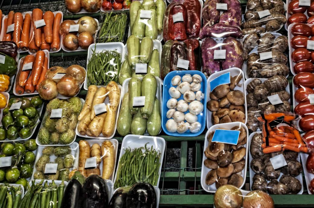 Gemüse in Plastik