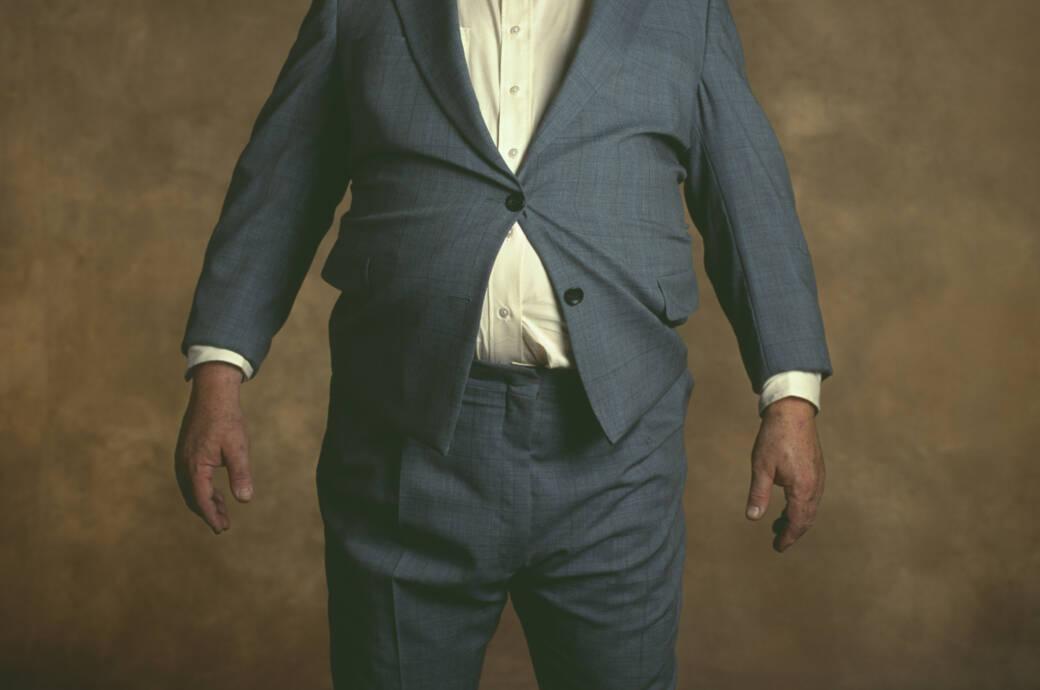Älterer Herr mit dickem Bauch