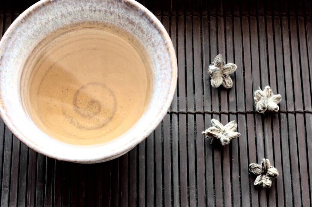 Dieser Tee soll bei Migräne helfen