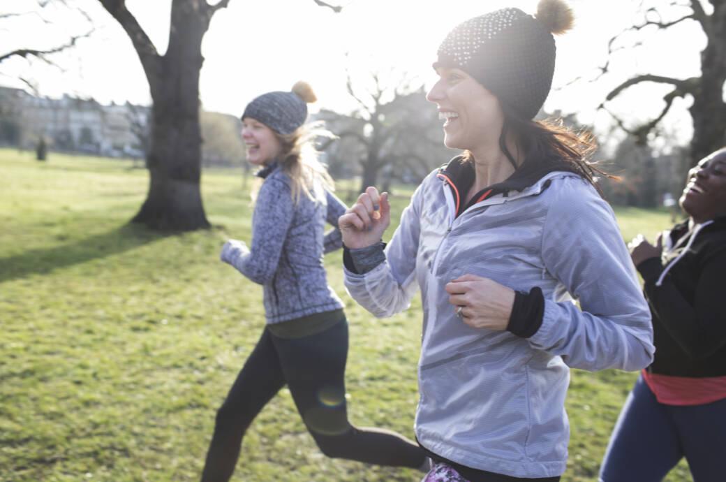 Frauen, die joggen