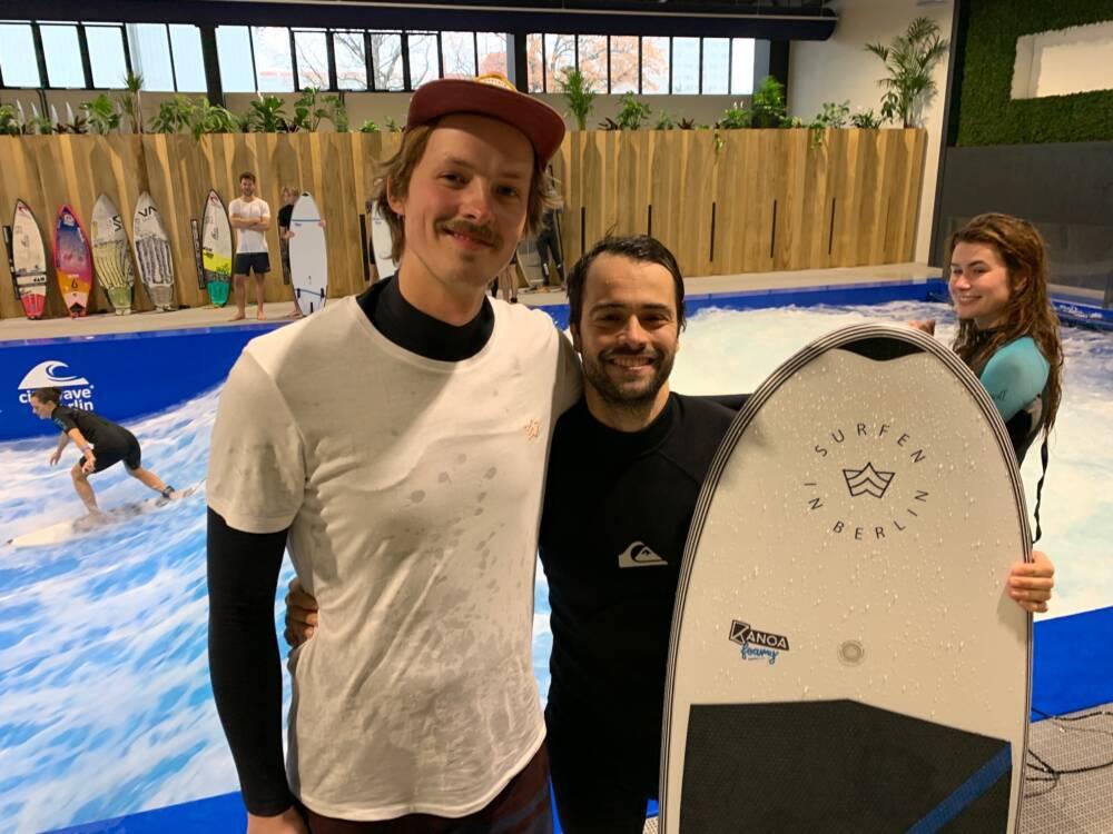 Malte und Markus beim Surfen