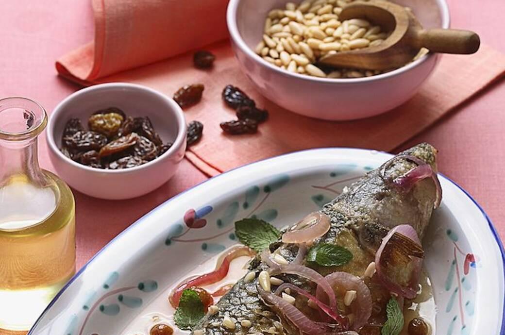 Mediterrane Kost auf Teller