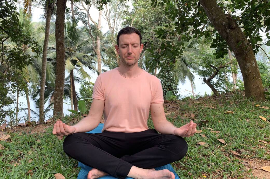 FITBOOK-Autor Martin Lewicki beim Yoga