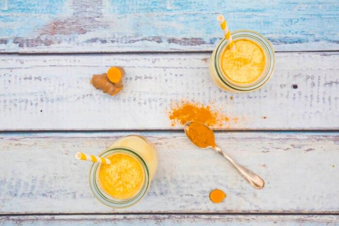 Kurkumapulver und Golden Milk