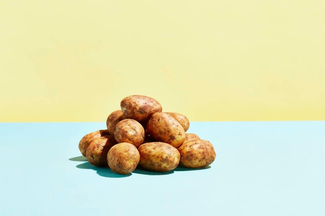 Kartoffeln werden auch Erdäpfel genannt und zählen zu den Nachtschattengewächsen