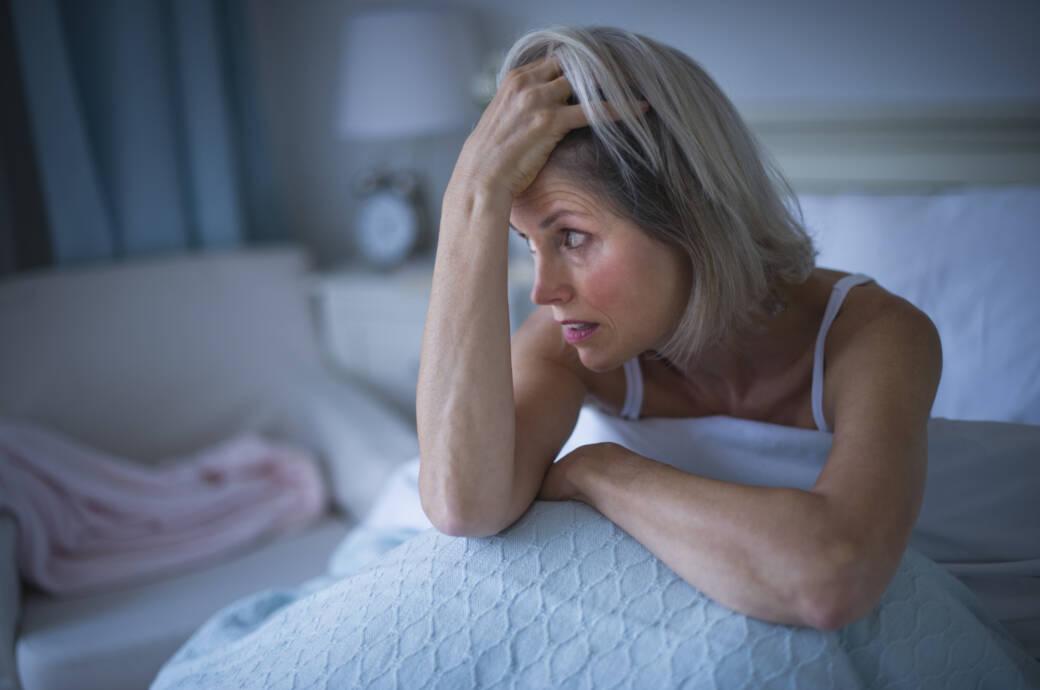 Frau leidet an Schlafproblemen