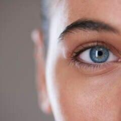 Auge einer Frau: Es gibt Lebensmittel, die gut für die Sehkraft sein können