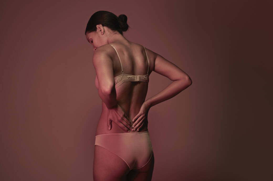 Ein gereizter Ischiasnerv kann starke Rückenschmerzen verursachen – manchmal fühlen sie sich auch wie ein Kribbeln an