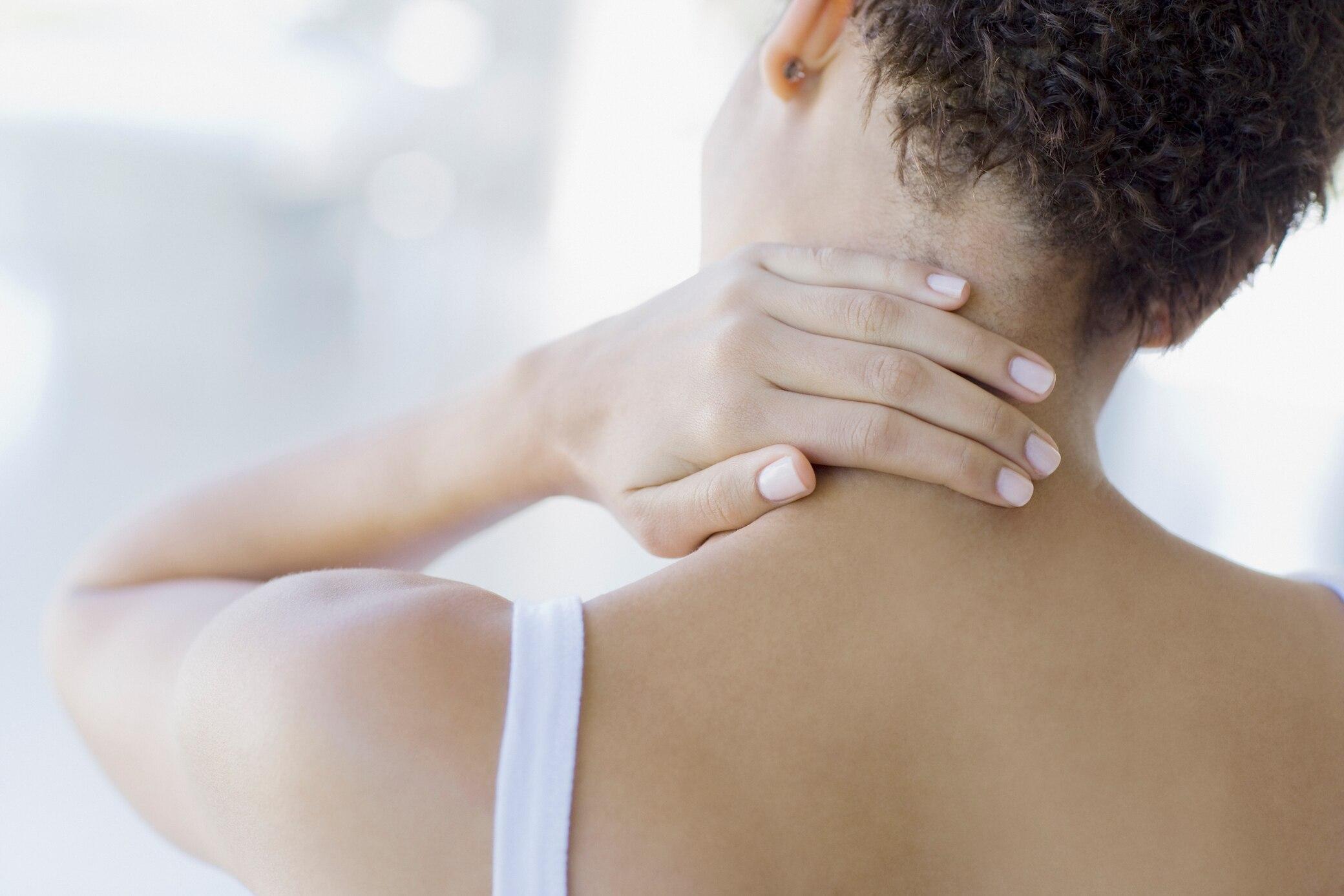 Nackenverspannungen lösen: Übungen von der Expertin