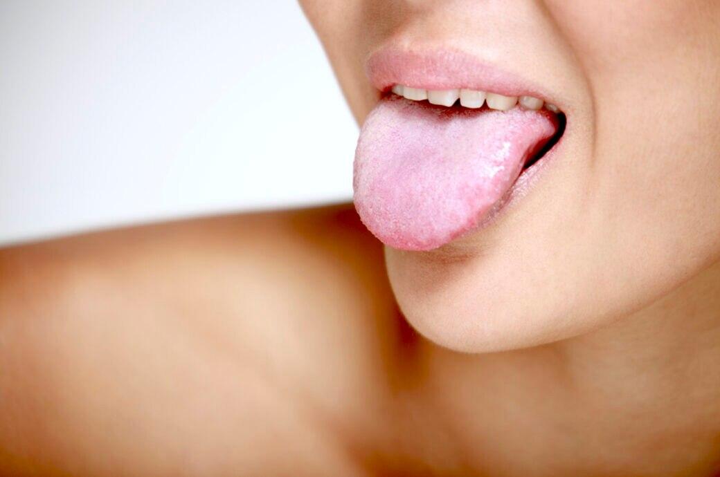 Zunge Zunge herausgeschnitten